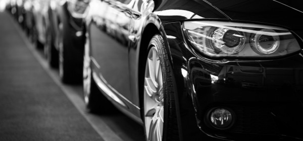 Czujniki parkowania kontra kamera cofania – co wybrać?