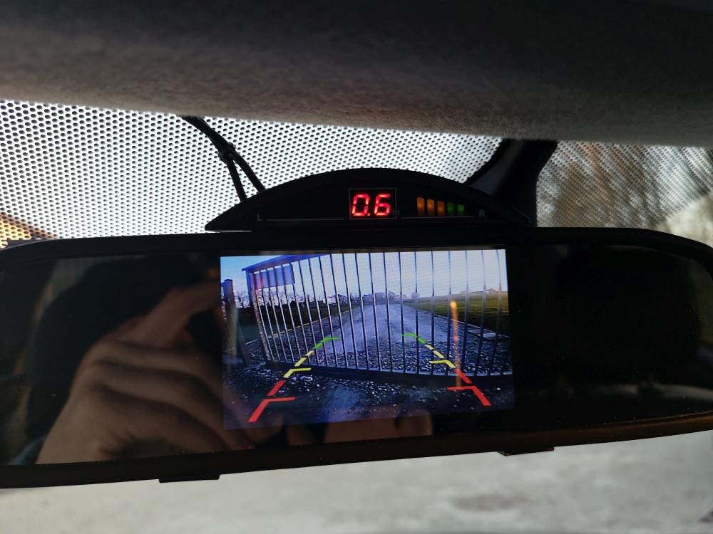 Montaż kolorowej kamery cofania Outlander rocznik 2011